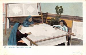 MEXICO HACIENDO DESHILADOS~WOMEN DOING NEEDLEWORK~J GRANAT #123 POSTCARD 1900s