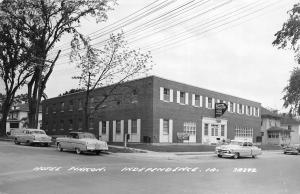 F24/ Independence Iowa Real Photo RPPC Postcard c1950s Hotel Pinicon