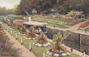 READING , Berkshire , England , 20-40s ; Sonning Lock