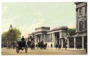 UK Hyde Park Corner London Horse Carriages Vintage Postcard