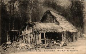 CPA Foret de FOUGERES - Une Hutte de Sabotiers (285540)