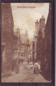 P1482 old postcard dundas street stromness people etc england