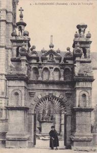 Saint-Thegonnec , France , 1910s . L'Arc de Triomphe