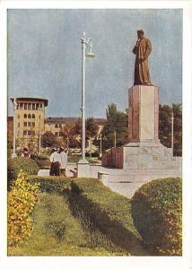B83899 monument to alisher navoi in the garden tashkent Uzbekistan