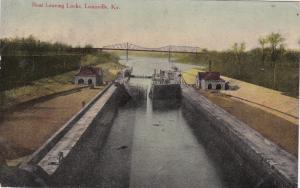 LOUISVILLE , Kentucky, 1910 ; Boat Leaving Docks