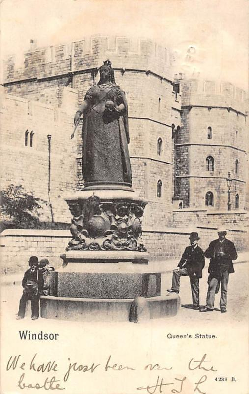 Windsor Queen's Statue Monument