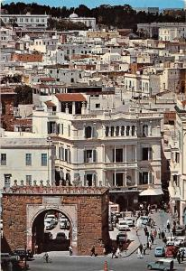 Tunisia Blick auf die Medina Tunis Auto Vintage Cars Cyclist General view