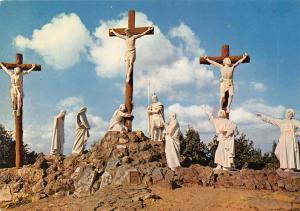 France Calvaire de Pont Chateau, Le Chemin de Croix Jesus Meurt en Croix