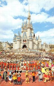B99066 mickey mouse goofy pluto  cinderella castle  disney
