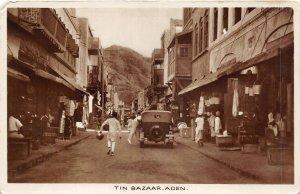 br106525 tin bazaar aden yemen oldtimer  car