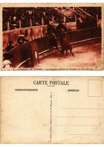CPA Bullfighting - Corrida de Toros - Le taureau enleve le Picador (776043)