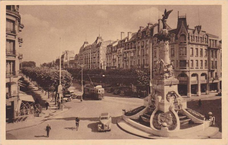REIMS, Fontaine Sube et place d'Erlon, Marne, France, 10-20s