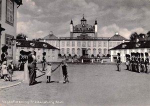 Vagtaflosning Fredensborg Slot Denmark Unused