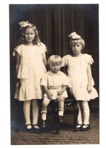 070821 VINTAGE RPPC REAL PHOTO POSTCARD 3 CUTE CHILDREN IN WHITE