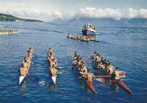 TAHITI , 50-70s ; Depart d'une course de Pirogues Doubles