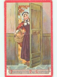 Pre-Linen Thanksgiving PILGRIM WOMAN WITH FOOD IN THE BASKET AB4303