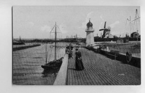 tp6612 - Sussex - Walking along the Pier at Littlehampton -  Postcard