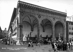 Italy Firenze La Loggia dell'Orcagna in Paizza Signoria Statues