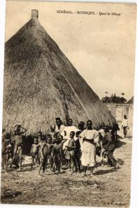 CPA Senegal-Rufisque-Dans le village (235374)