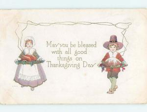 Pre-Linen thanksgiving PILGRIM GIRL AND BOY SERVING FOOD ON PLATTER HQ7369