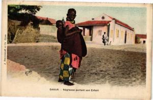 CPA Senegal-Dakar-Négresse portant son Enfant (235489)