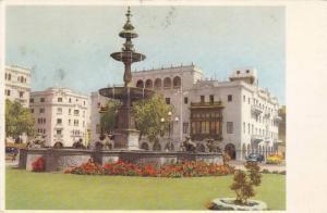 Lima , Peru , 1964 ; Fuente en la Plaza de Armas