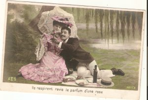 Couple. a Romantic Picnic  Nice old vintaage F