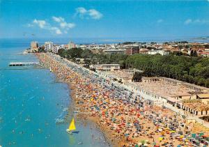 Italy Grado Isola d'Oro, Ansicht vom Strand und Sandbaeder