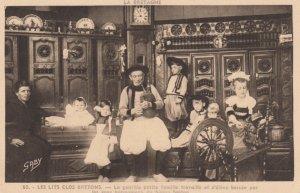 FRANCE, 1900-1910's; La gentille petite famille ,  Bretons