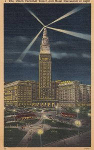 CLEVELAND , Ohio , 30-40s ; Union Terminal Tower at night
