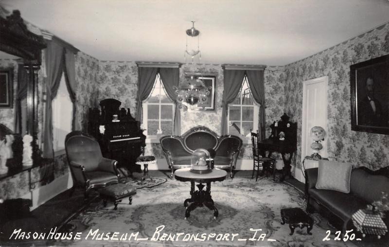 Bentonsport Iowa~Mason House Museum~Mormon Inn~Victorian Parlor~1950s RPPC