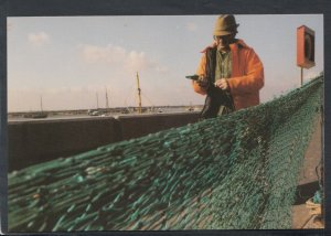 Essex Postcard - Industries of Old Leigh-On-Sea, Mending The Fishing Nets BX721