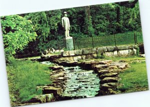 postcard Lynchburg, Tennsee - Jack Daniel's Statue and Spring