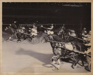 WOLVERINE HARNESS RACE WAY, Mannart Stand Out Takes The Lead