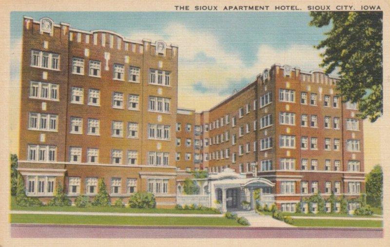 SIOUX CITY, Iowa, 1944; The Sioux Apartment Hotel