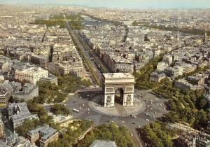 France PAris Vue aerienne Arc de Triomphe 12 avenues partant, Place de l'Etoile