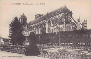 France Bourges La Cathedrale vue laterale Sud