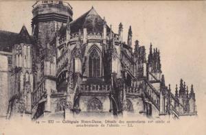 EU, Collegiale Notre-Dame, Details des contreforts XV siecle et area-boutants...