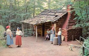 NC, North Carolina  CHEROKEE INDIAN VILLAGE~Cabin & Pounding Corn   Postcard