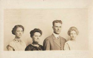 RP: GALESBURG , Illinois, 1913 ; Family group
