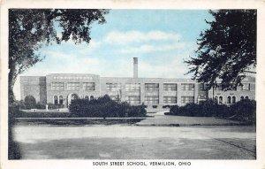 H83/ Vermilion Ohio Postcard c1930s South Street School Building  31