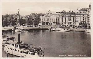 RP: Stockholm , Sweden , 30-40s ; Nybroviken och Dramaten