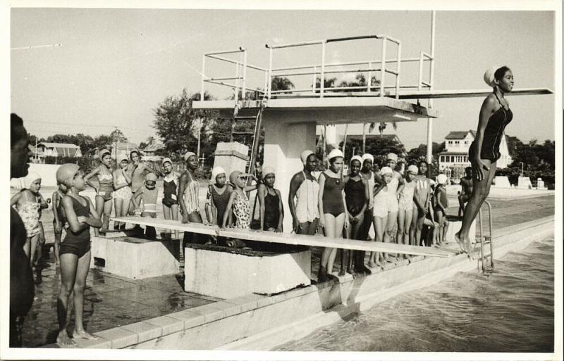suriname, PARAMARIBO, Swimming Pool Parima (?) Girls at Springboard (1950s) RPPC