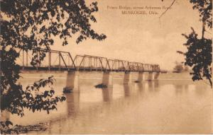 MUSKOGEE OK FRISCO RAILROAD BRIDGE ACROSS ARKANSAS RIVER~INDIAN TRADIG POSTCARD