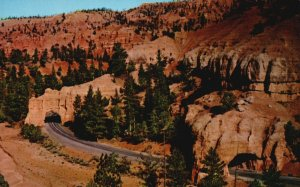 Bryce Canyon Nat'l Park, UT, Tunnels, Red Canyon, Chrome Vintage Postcard g9237