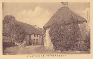 L'Auvergne Pittoresque, Entree du village de LA FORET, France, 10-20s