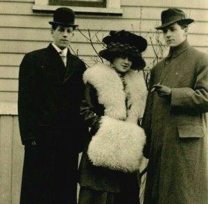 Cppr Femme Grand Muff Énorme Chapeau & Deux Imposant Gentlemen 1920s Artura