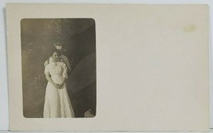 Rppc Sweet Victorian Era Young People Posing for the Camera Postcard O18