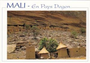 Mali En Pays Dogon Village Scene