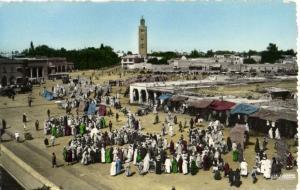 CPA Maroc Marrakech Place Djemaa el Fna  (25104)